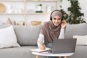 teenager online learning at home